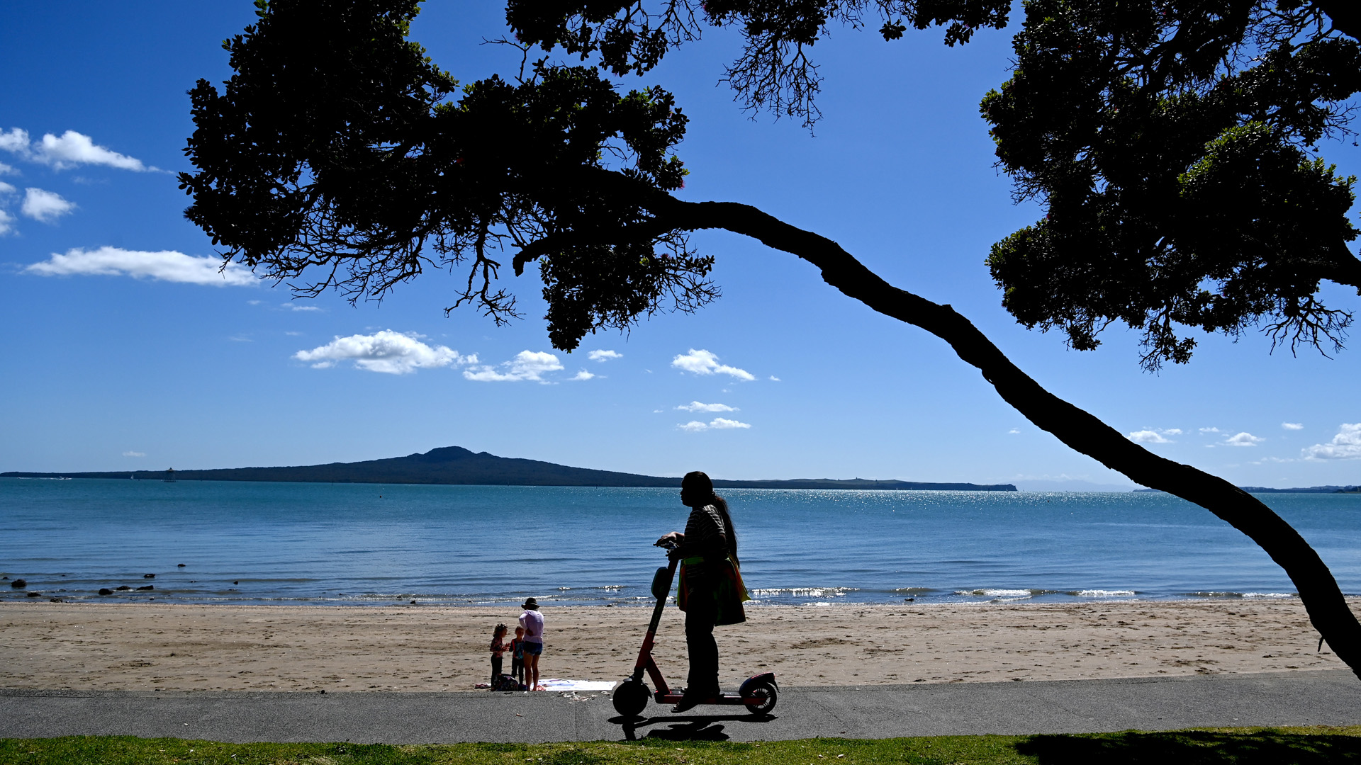 Auckland to find out today if it stays in Level 3